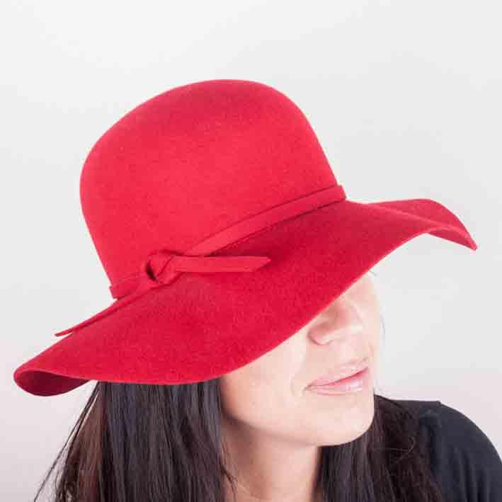 Červený dámský klobouk Mes 87019