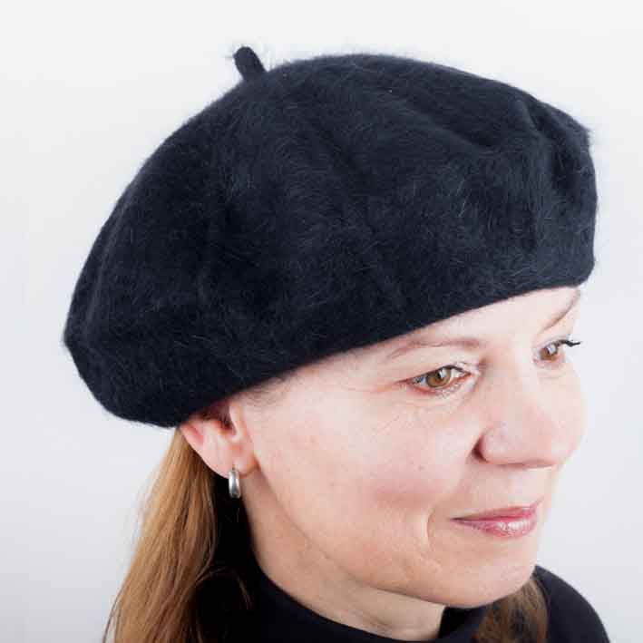 Černý dámský baret z čisté vlny Tonak 87211