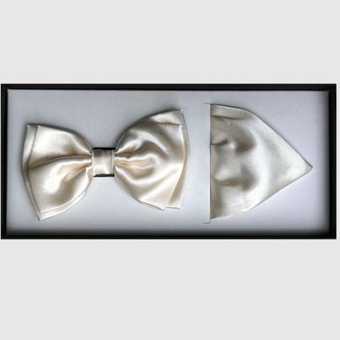 Smetanový motýlek s kapesníkem Assante 90394