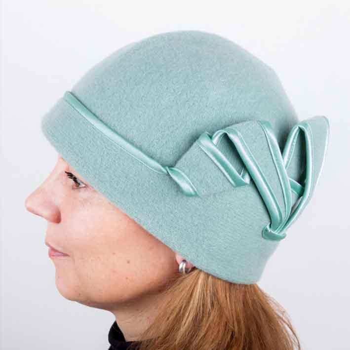 Zelená dámská módní čepice z čisté vlny Tonak 87302