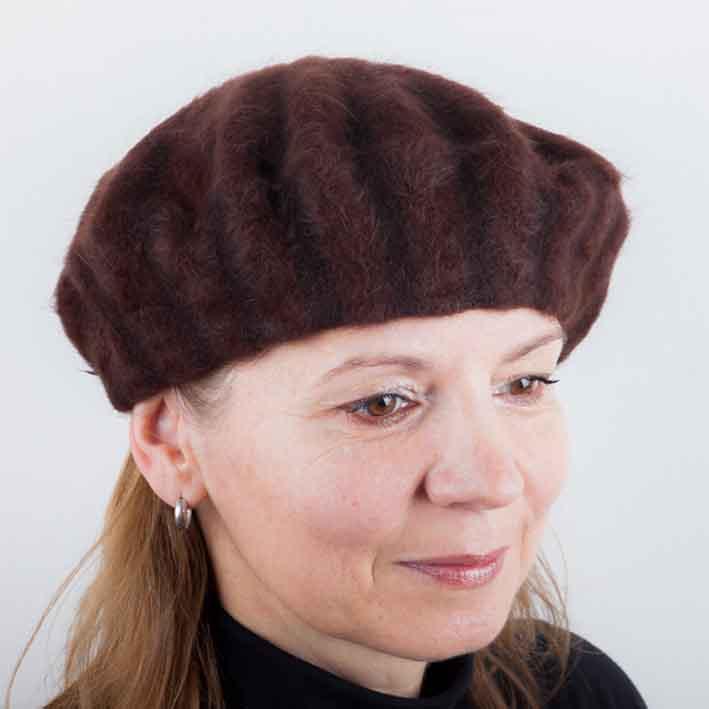 Hnědý dámský baret počesaný Tonak 87218